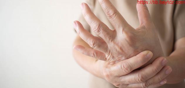 ما أعراض متلازمة اليد الغريبة